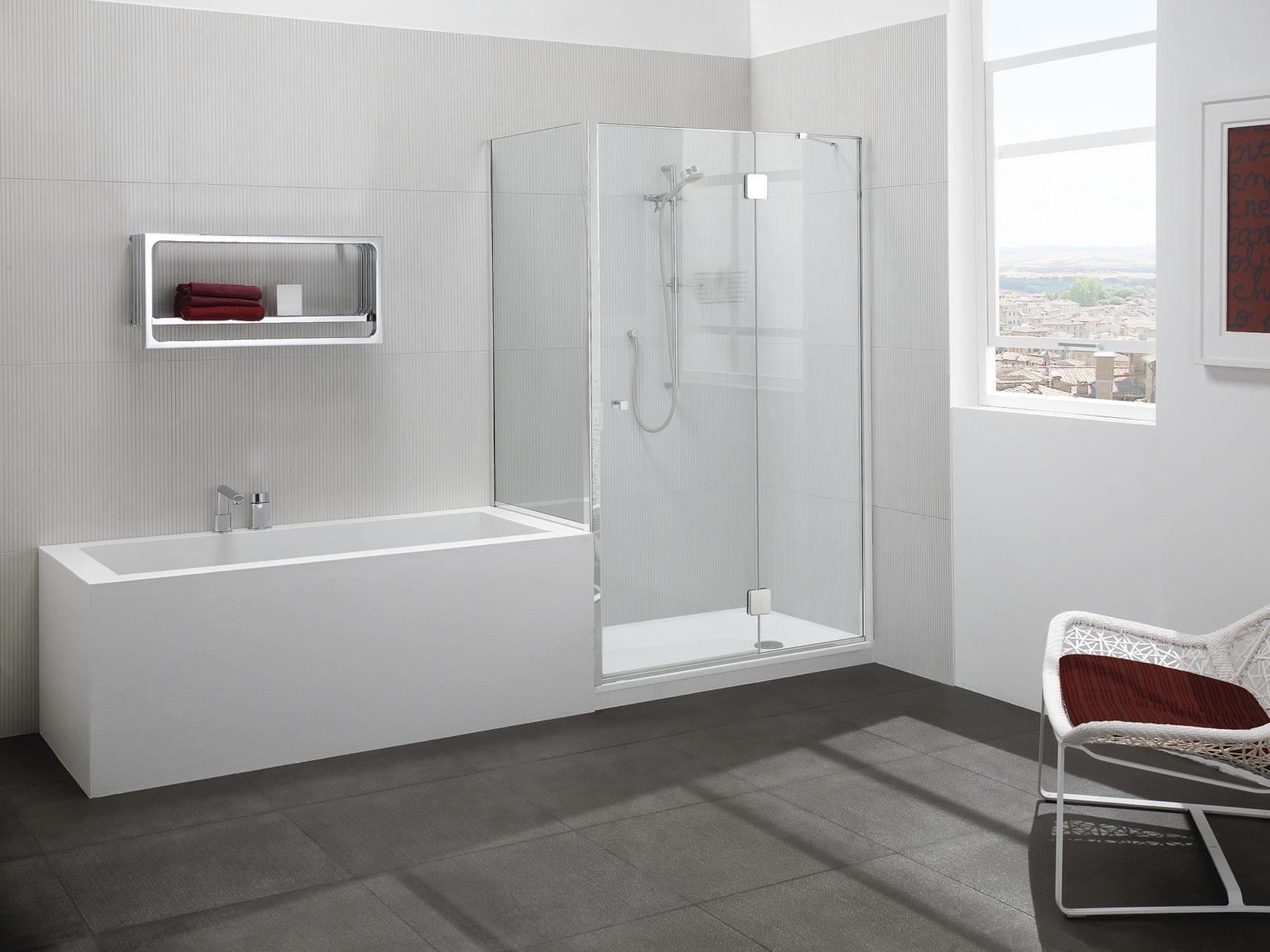 Parete doccia di cristallo con lato fisso su muretto silis for Guarnizioni box doccia leroy merlin