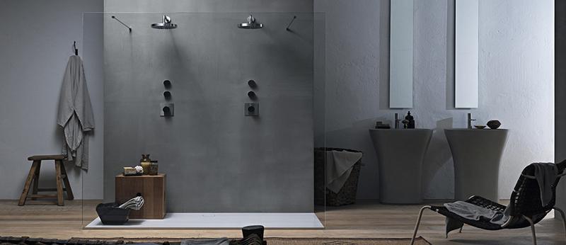 Box doccia senza piatto e la doccia di design servita for Alloggio ad ovest delle cabine
